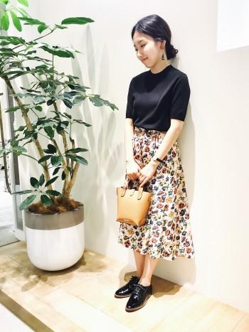 ▼レトロな花柄が可愛いスカートが入荷!