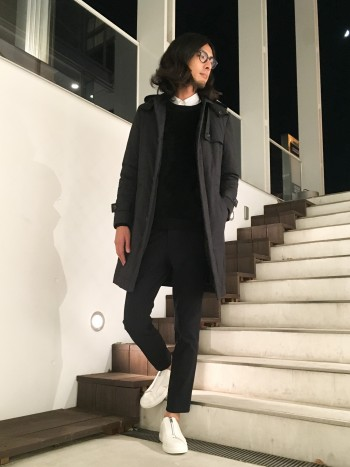 高機能中綿が使用された保温性の高いコートです。ボリュームが出過ぎず綺麗なシルエットで着用できます。肩周りはかっちりとしているので、ジャケットの上に羽織る場合は1サイズ上でも良いと思います。