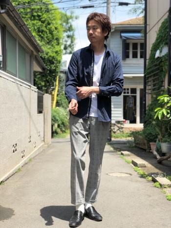 風通しの良い軽いキレイ目パンツ。サイズ感は通常で細身シルエットです。