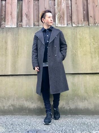 軽くて暖かい、そして切り替えデザインがオシャレなダウンコートです。 オシャレと機能面は両立しにくいを覆す、最高のアイテムです。