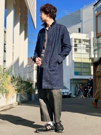 大人カジュアルイメージが盛り込まれたデニムコート。春に使っていただくくらいの分厚さです。この丈感の絶妙な長さがとてもおしゃれです。