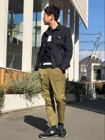 3Dの立体的なパターンにより構成だれたパンツだけあって履き心地がとても気持ちいいいです。ストレッチ感もいいです。丈感は少し短めな感覚となっていて、春から夏、秋までと幅広くお使い頂けます。サイズは535…
