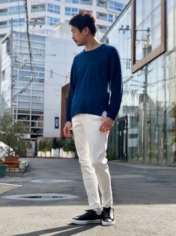 前身と後身の高低差があるデザインです。とても柔らかくて着心地がいいです。インナーでも一枚着でも着用可能な為、比較的細身なデザインとなっています。