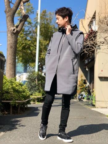 今回はブラック1の色味のグレーを着用。 柔らかくて品があるカジュアルロング丈。
