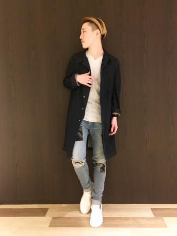 しっかりとした生地感、着崩れしないシルエットはとても綺麗に着用頂けます。スラックスからスキニーデニムまで、幅広くお使い頂けます。