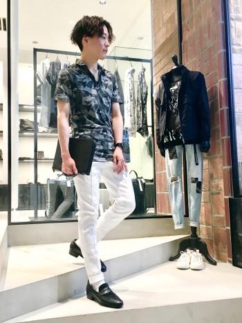 スラックスのようなキレイさと、デニムのカジュアル感のバランスが使いやすい新感覚デニムです!履きやすさが魅力的!