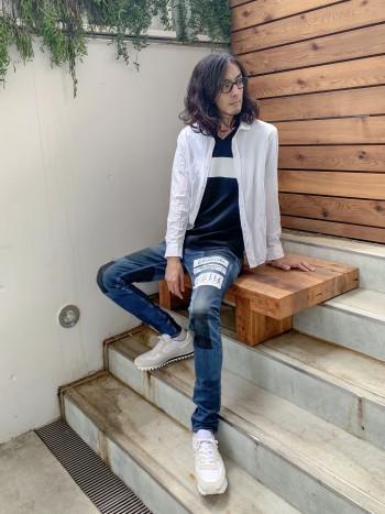 クールマックス素材の軽い羽織りシャツ。梅雨時期の気温低下や、室内の冷房対策にちょうど良いですね。