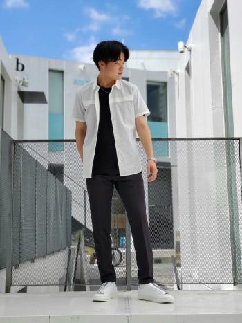 ベーシックなTシャツですが、滑らかな肌触りで非常に着心地の良いアイテム。程よい光沢とドレープ性があり、上品な素材感です。