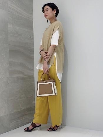 コロンとしている形が可愛いのに、しっかり長財布も入る優秀バッグです。