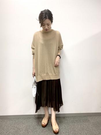 ざっくり着れて、風通しもあり着心地がいいです。パンツでもスカートでも合わせやすい丈感です。