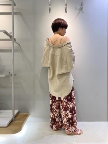 革が柔らかく、とても履きやすいです。 普段36サイズ、幅広なので36サイズで着用しておりますが、幅広でなければ35サイズでも問題なさそうです。