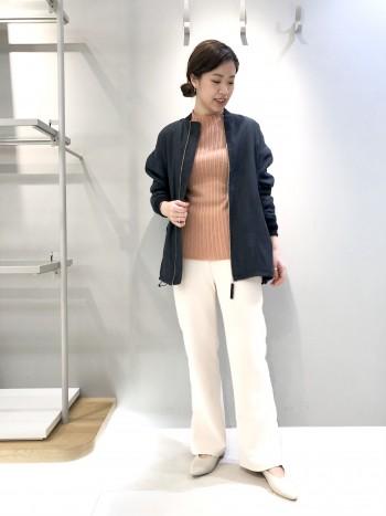 コンパクトなシルエットで使いやすいアイテムです!変形リブなので体のラインもカバーしてくれます♪袖丈、着丈、長めが女性らしくてかわいいポイントに◎