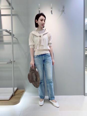 コンパクトなサイズ感でパンツでもスカートでも合わせやすいです。