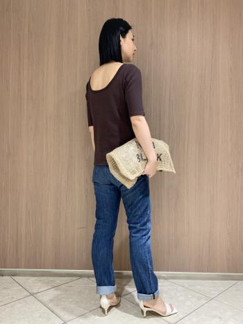 開きの異なるネックラインで前後2WAYで着られます。 Tシャツよりも女性らしい印象になる、ベーシックなサーマルトップスです。