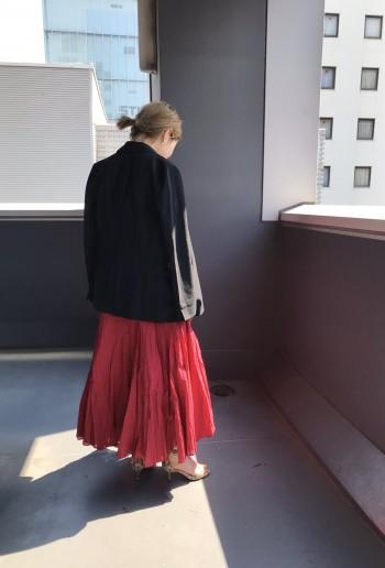 Tシャツ程度のカットソーであれば、伸縮性もあるので36サイズでジャスト。私は肩まわりもしっかりあるので38サイズを着用でインナー響きも気になりません◎