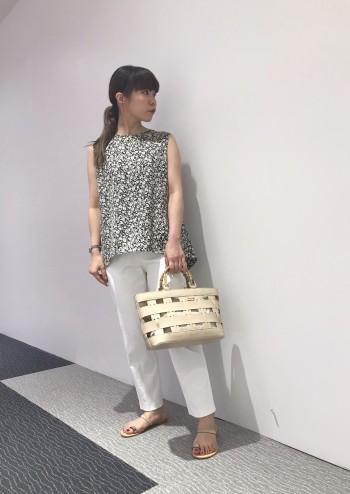 身長149cmで34サイズ着用。着丈も丈詰めせずにくるぶし下ぐらいの着丈です。白でも透けにくいので、夏でも涼しく着れます。