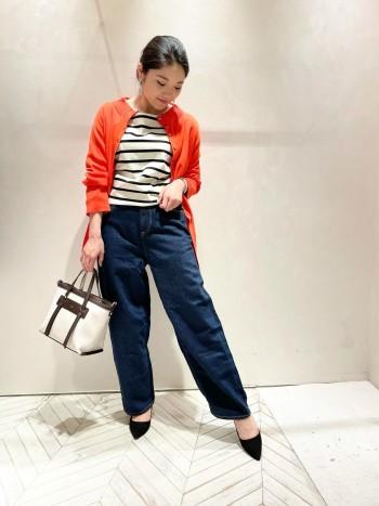 一枚でも可愛いですがボタンをあかてさらっとカーディガンとして着るのもオススメです◎ オレンジのカラーでコーデを明るく見せてくれます!
