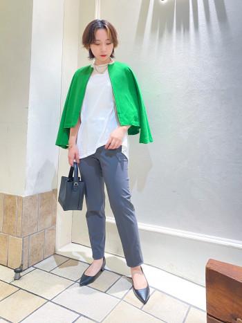 イージーケアで楽に着られるカットソー素材◎ さらっと着た時のシルエットがとても綺麗です。 お袖は広めで腕通ししやすく、着丈はすっきりなので パンツはもちろんワンピースやスカートなんでも 合わせるものを選びません♩
