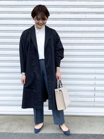 ゆったりしたサイズ感です。スタンドネックもゆとりがあり、広い肩幅も気になりません!どんな体型の方でもキレイに着ていただけます。