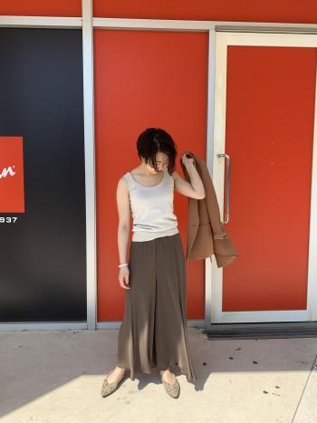 サラサラ落ち感◎下半身のラインを拾わないので夏に薄着でも安心です。