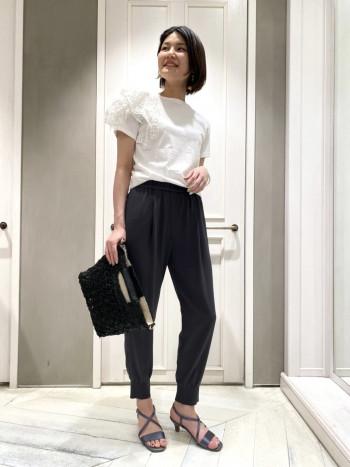 袖のボリュームが可愛くて、ずっと眺めていたくなるほど…!コンパクトサイズ(32421020004)は腰回りのキツさはなく、細身ラインなのでインしたりスカート合わせなども可愛いです。