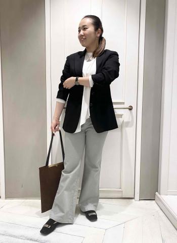 着用サイズ:38 裾がフレアになっている代わりに、ももから膝が少しほっそりしているのですが、逆に脚が細く見えました♡下半身が気になる私でも、安心感ばつぐんでした◎