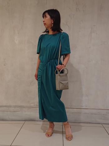 キュートな小さめバッグはコーディネートのワンポイントに◎合成皮革で軽いです☆ミニサイズのお財布やポーチでコンパクトに収納を!