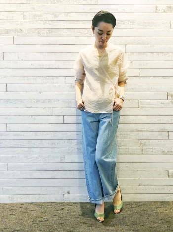普段カトルナフのデニムは26or 27サイズですが、丈の長さが欲しかったのでこちらは28サイズでゆるめに履いています。 柔らかな履き心地ときれいなストレートシルエットで、週に何回も履いてしまうデニムです。
