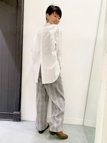 さらっとした着心地で、しっかりした素材なのでアイロンもいらずお手入れ簡単です! サイズはワンサイズで少しゆるっとしたラインですが、パンツやインしてスカートでも合わせやすいです☆