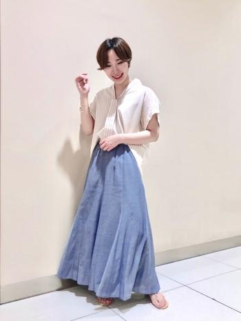 サラッと穿ける美シルエットワイドパンツ!!軽やか素材で穿くだけ一気に女性らしい着こなしに。マーメイドシルエットなので甘くなく大人な雰囲気を演出してくれます!! サイズはウエストサイズに合わせて36にしてちょうどよかったです!!