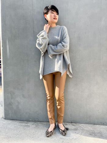 【柄に一目惚れ!】キツくなりがちなゼブラ柄ですが、ベージュとのコントラストなので柔らかい印象もあり洋服にもアクセントになりつつ馴染みやすかったです!サイズは普段24.5を履くことが多いので37が丁度よかったです!