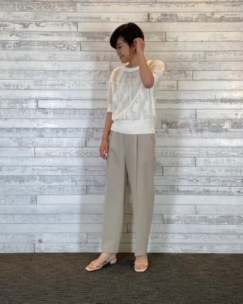 上品な透かし柄で風通しもいいので夏まで着れそうです。丈は長すぎず裾がリブなのでメリハリもあり女性らしいシルエットでボトムスを選ばなそうです◎