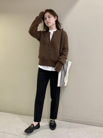 【池袋西武店】身幅はゆったりめですが袖幅はぴったりめです。ニットの中に着てももたもたしません。