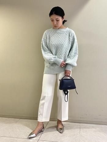 【池袋西武】コットン×アクリル素材で肌あたりがとても滑らかです。短すぎず長すぎない丈感で、パンツでもスカートでもバランスよく合わせることが出来ます。