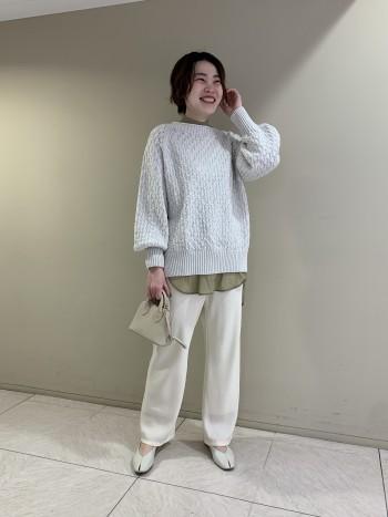 【池袋西武店】袖のふんわりとしたフォルムが着映えします◎程よい丈感なのでシャツとのレイヤードスタイルも決まります!
