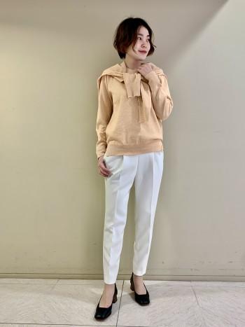 【池袋西武店】ストレッチ性が効いていて穿きやすいです。ウール混なので冬にも対応でき、洗濯をするとチクチク感はそこまで気にならないです。白のパンツでも透けにくいところが◎
