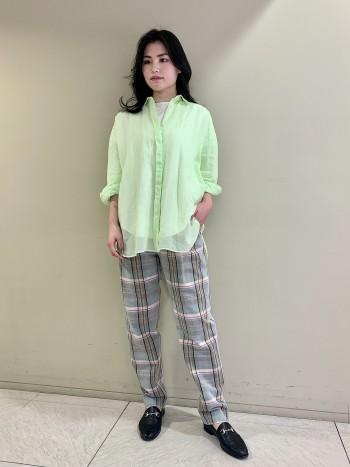 【池袋西武店】襟元はインナーが見えない幅でした。袖口は狭いのでニットの下でもゴロつかないです。
