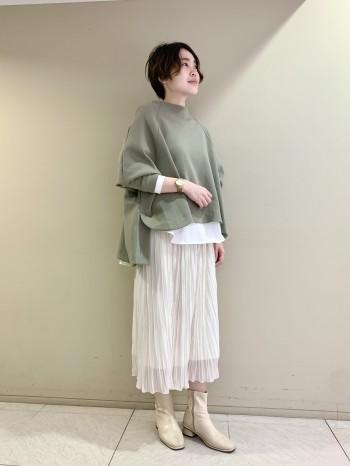 【池袋西武店】ゆったりとしたシルエットが一枚で着映えします♪袖口が詰まっていたり、裾丈が前後ろで長さが違うデザインがメリハリ感があり、もたついた印象にならないところも◎