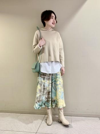 【池袋西武店】もちっとしていて肌触りの柔らかい生地です。少しコンパクトなデザインなのでカジュアルすぎず、綺麗めに着ていただけます◎