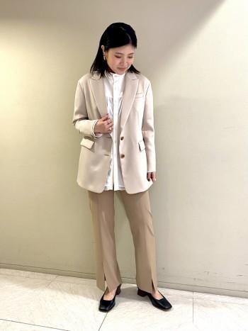 【池袋西武店】シアーな素材とギャザーで一気に華やかな雰囲気になります。一枚着としても重宝します。