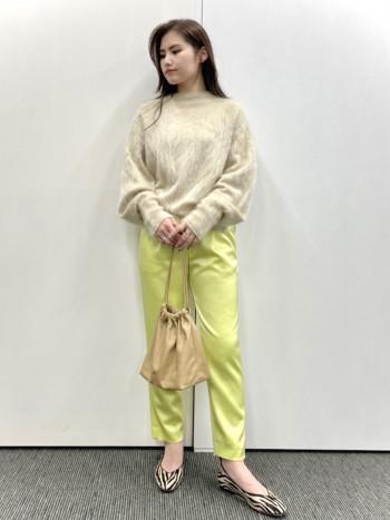 【池袋西武店】普段25cmですが38がストッキングでジャストサイズだったのでワンサイズ下を選ぶのをお勧めします。見た目以上にとても柔らかく馴染みやすい革です。