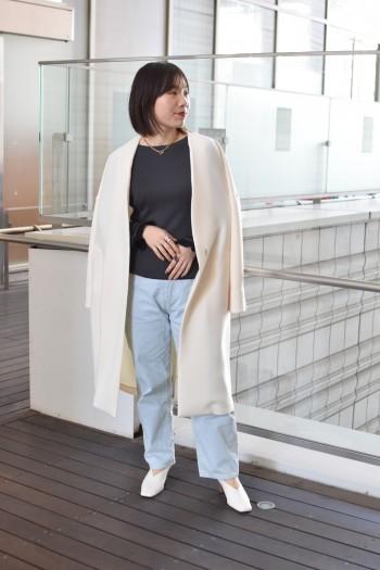 フレアになっている袖の作りが素敵で少し長めなのがポイントです! ジャケットやアウターの袖からチラッと見えるのが可愛いですし上からバングルをつけてもオシャレです◎ 程よい厚みがあるので肉感を拾わず着られます。スカートシルエットやワイドパンツと相性抜群です!
