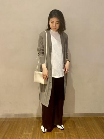 【有楽町マルイ】ベーシックなカットソーは1枚は持っておきたいアイテムです。フレンチスリーブや裾のラウンド状で女性らしい印象です◎