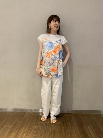 【有楽町マルイ店】一枚でも着やすいカットソーはスッキリしたデザインなので、インナーとしても重宝します。