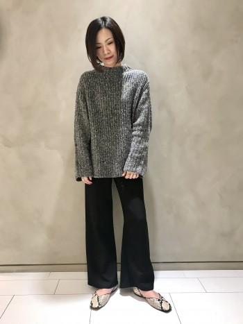普段ワイドパンツは36を穿くことが多いですが、サイズ感はぴったりでした。 程良いワイド感なので、穿き慣れない方にもオススメです。