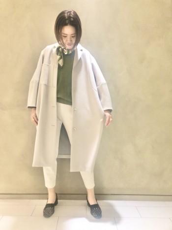 程良い厚みがあるロング丈のコートですが、とても軽い着心地です!袖は短めのデザインなので、インナーの色や素材を見せてレイヤードを楽しめます♡コートの裏地がとても可愛いので、そこも要チェックです♡