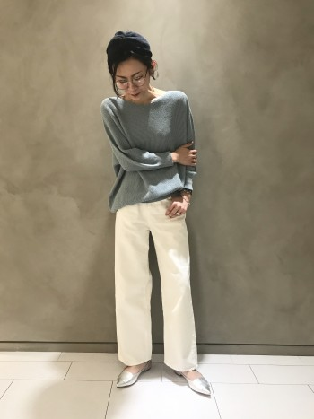 カリテのパンツは34か36を穿くことが多いのですが、スッキリと穿きたいのならば34、少しゆとりを持って穿きたいのならば36がオススメです。