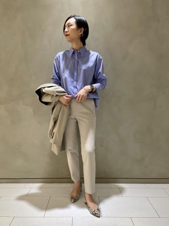 身長165cm/サイズF コットン100%でさらっと着られます。 肩・身幅は程よくゆとりがありとても着易いです。 程よくゆとりがありながらピンタックが施させているのですっきりとした印象です。