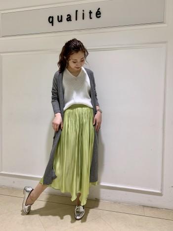 ウエストがゴムで楽ちんです♪ 裾がアシンメトリーになっているので身長関係なくすっきり履いて頂けます!