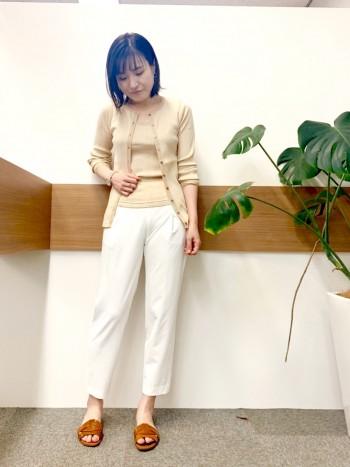 普段38サイズの私で、全体的にゆとりを持って履けて、白でも全く透けずに安心感があります!足首が出てスッキリ見せてくれます!